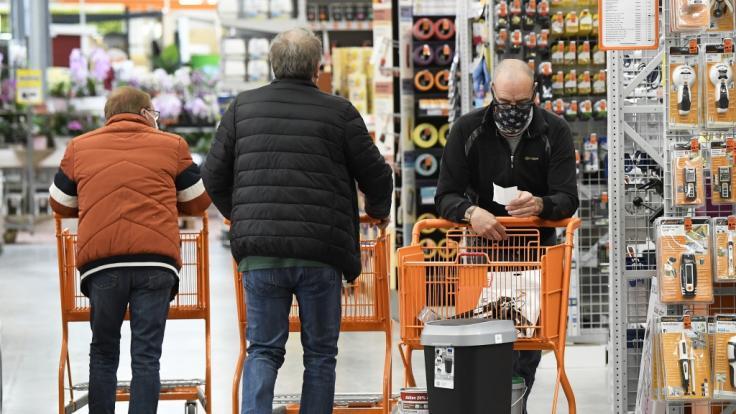 In Bayern dürfen ab Montag die Baumärkte wieder öffnen.