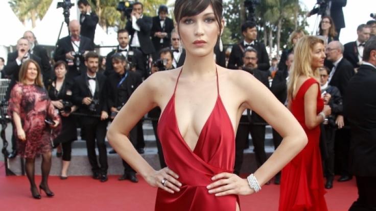 Ohne doppelseitiges Klebeband hätte das Kleid wohl nicht gehalten. (Foto)