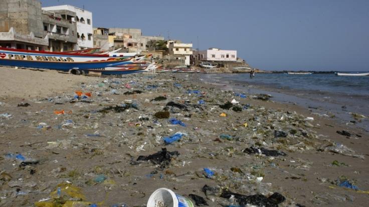 Immer mehr Plastikmülll landet an den Stränden dieser Welt. (Foto)