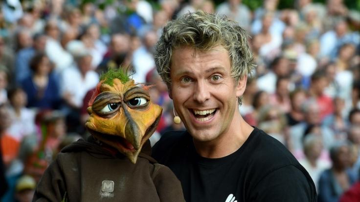 Mit seinem Bauchredner-Programm begeistert Sascha Grammel die Zuschauer. (Foto)