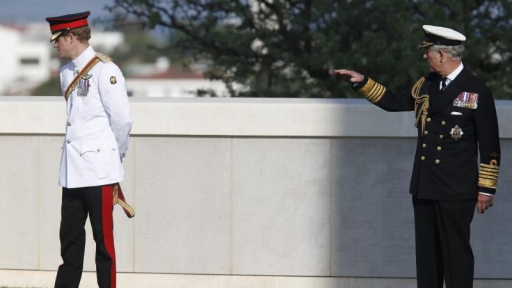 Zwischen Prinz Charles und Prinz Harry herrscht offenbar dicke Luft - angeblich ist Meghan Markle Schuld an der Misere. (Foto)