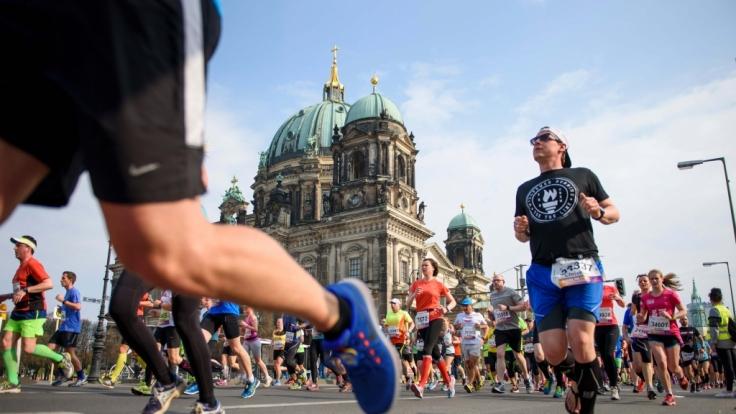 In Berlin und Hannover trafen sich am Sonntag Läufer zum Halbmarathon. (Foto)