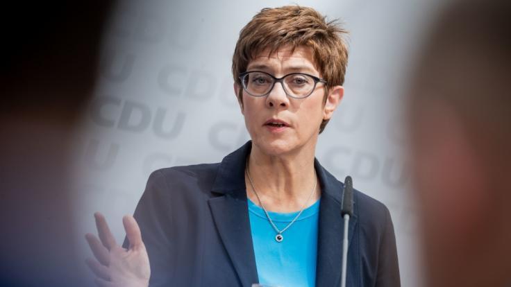 AKK fordert Regeln für Meinungsmache im Netz. (Foto)
