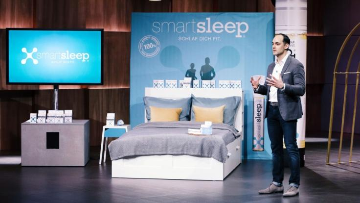 """Dr. Marcus Dworak hofft in """"Die Höhle der Löwen"""" auf einen lukrativen Deal für sein Produkt """"SmartSleep"""". (Foto)"""