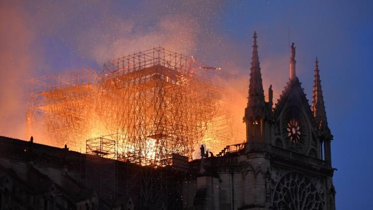 Notre-Dame in Flammen.