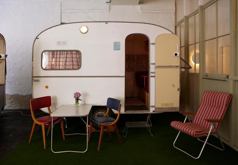 fotostrecke h ttenpalast berlin das hotel in der staubsaugerfabrik. Black Bedroom Furniture Sets. Home Design Ideas
