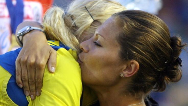 Kornprinzessin Victoria gratuliert Carolina Klüft bei der Leichtathletik-EM 2006.