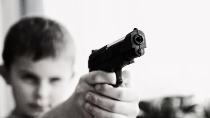 Die amerikanischen Waffengesetze stehen aufgrund der vielen Todesfälle aus Unachtsamkeit international in der Kritik.