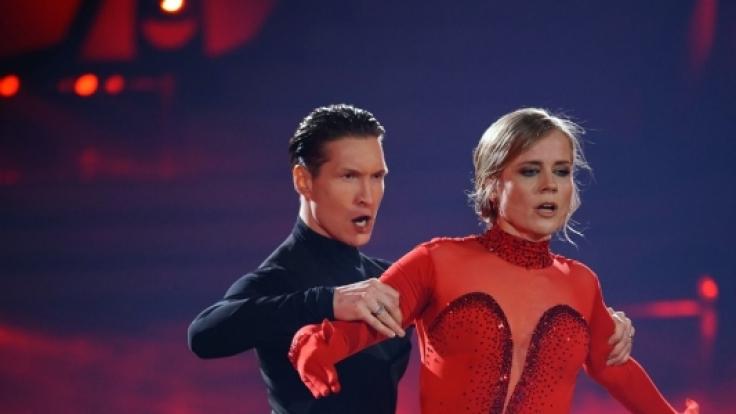 """Bei der diesjährigen """"Let's Dance""""-Staffel schwebt Ilse DeLange mit ProfiEvgeny Vinokurov übers Parkett. Privat darf sie jedoch ein anderer Mann im Arm halten (Foto)"""