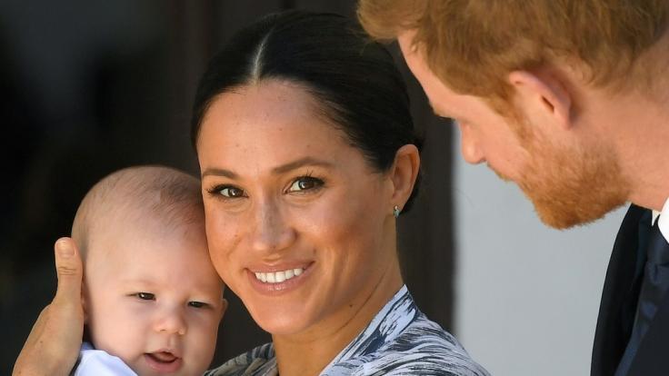 Meghan Markle und Prinz Harry sollen ihren Sohn Archie für Geld ausnutzen. (Foto)
