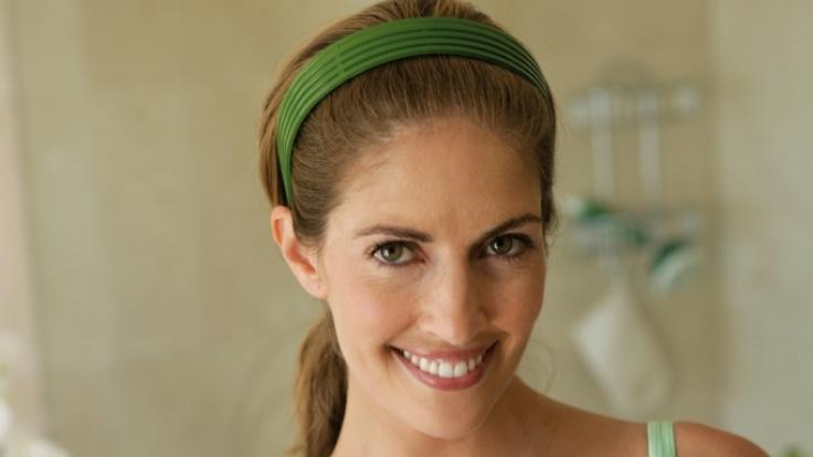 Cremen ist wichtig: Dabei spielt es keine Rolle ob man eine spezielle Büstenpflege (hier Elancyl) oder normale Creme verwendet. (Foto)