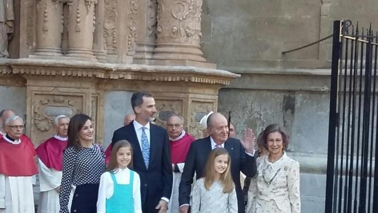 Prinzessin Leonor (1. Reihe,l) und Prinzessin Sofia (Foto)