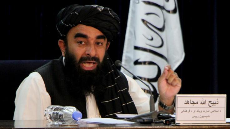 Taliban-Sprecher Zabihullah Mujahid spricht während einer Pressekonferenz. (Foto)