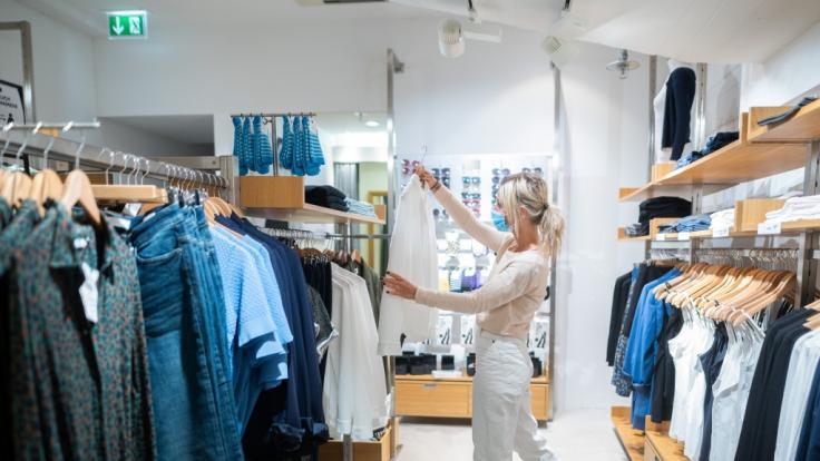 Soll die Maskenpflicht beim Einkaufen abgeschafft werden? (Foto)