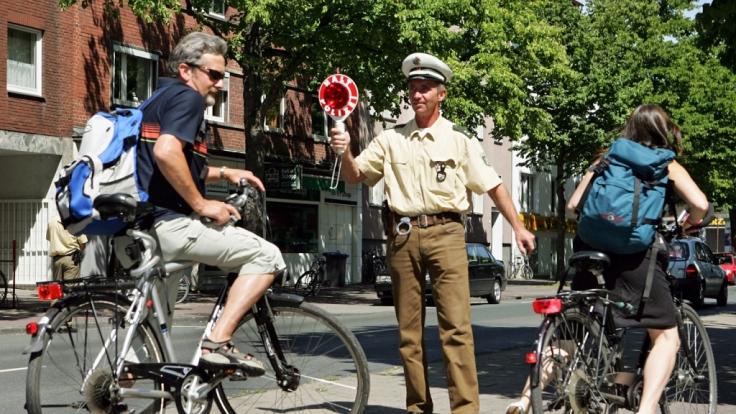 Auch Fahrradfahrern drohen bei Kontrollen empfindliche Bußgelder.