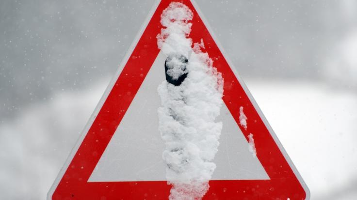 Ein heftiger Wintereinbruch mit Schneemassen hat in Frankreich Tausende Haushalte ohne Strom zurückgelassen. (Foto)