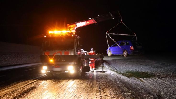 Nach dem schweren Unwetter zum Wochenbeginn macht den Menschen in Deutschland nun in vielen Teilen Glätte und Eis zu schaffen.