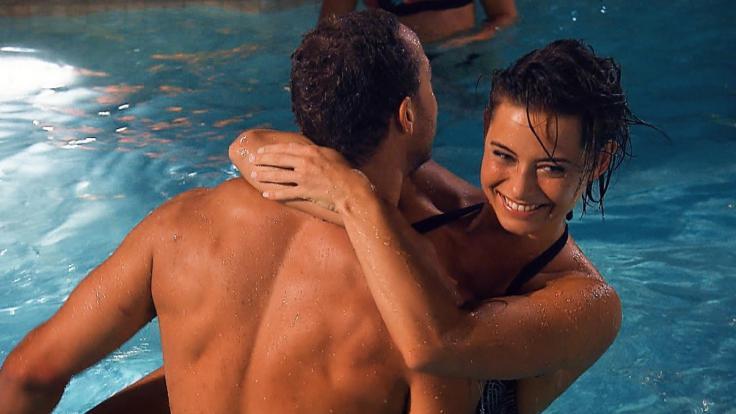 Bei der Poolparty bekommt Andrej einiges geboten.