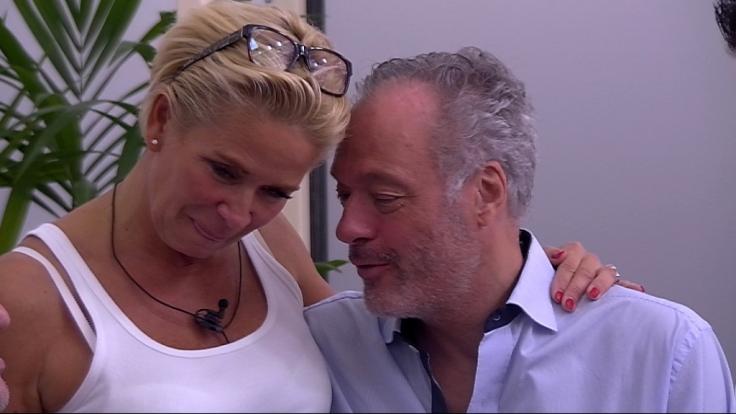 Verstehen sich sichtlich gut im Promi Big Brother-Haus: Claudia Effenberg und Roland Schill. (Foto)