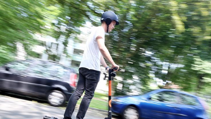 Wegen immer mehr Unfällen durch rücksichtslose und alkoholisierte E-Roller-Fahrer, fordert Bundesverkehrsminister Andreas Scheuer härtere Strafen. (Foto)