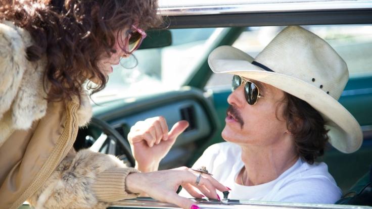Rayon (Jared Leto) und Ron Woodroof (Matthew McConaughey) sind durch ihre Krankheit gezwungen, miteinander Geschäfte zu machen. (Foto)