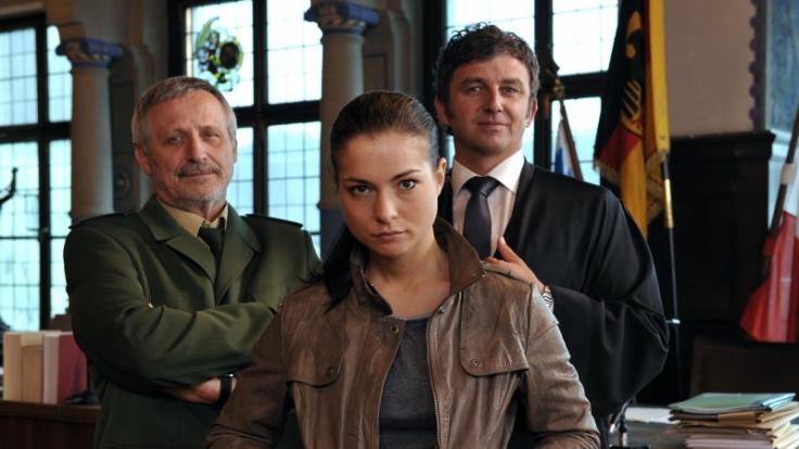 In dem ZDF-Film Klarer Fall für Bär spielt Henriette Richter-Röhl an der Seite von Konstantin Wecker (links) und Hans Sigl. (Foto)
