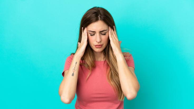 Bei Kopfschmerzen muss es nicht immer gleich eine Tablette sein. (Foto)