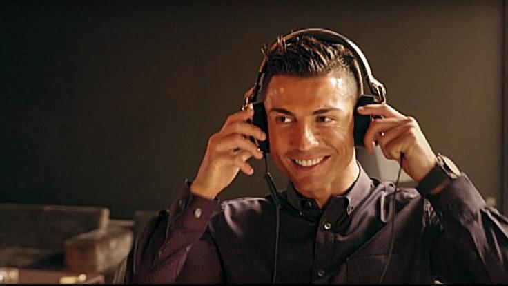 """Cristiano Ronaldo mit seinen """"ROC by Monster""""-Kopfhörern. (Foto)"""