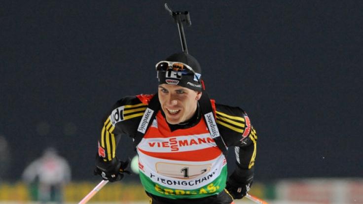 Arnd Peiffer hat erstmals seit zwei Jahren wieder ein Biathlon-Weltcuprennen gewonnen.