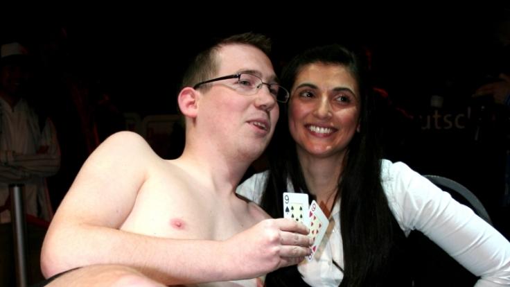 Gewinnerlächeln: Marcel war der bester Pokerer und darf nach Las Vegas fliegen. Melody hatte ihm ein paar gute Karten gedealt. (Foto)