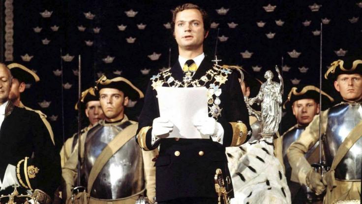 König Carl XVI. Gustaf von Schweden im September 1973 bei seiner Inthronisierung - auf eine Krönung verzichtete der Schweden-Royal bewusst. (Foto)