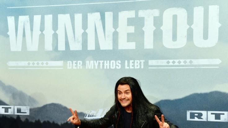 """Rocco Stark bei der Premiere von """"Winnetou"""". Damals mit Perücke. (Foto)"""