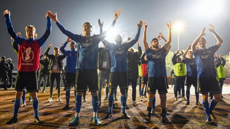 DFB-Pokal: Saarbrücken feiert 3:2-Sensation gegen den 1. FC Köln.