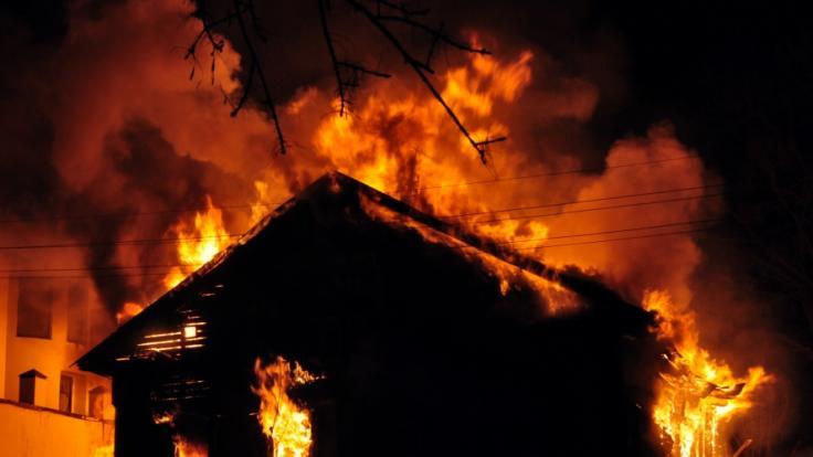 In Mengerskirchen in Hessen hat ein Einfamilienhaus gebrannt. (Symbolbild) (Foto)