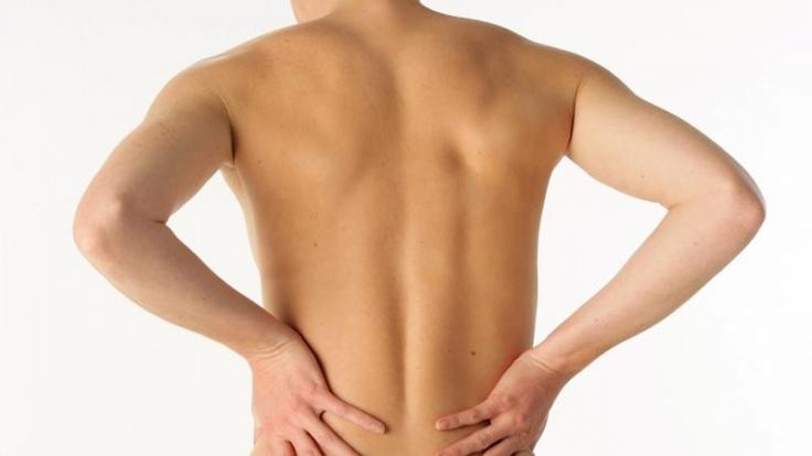 Schon wieder zwickt es: Ein Drittel der Deutschen leidet dauerhaft unter Rückenschmerzen.