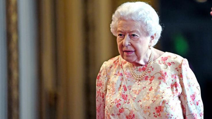 Queen Elizabeth II. erklärt Harvey Weinsteins CBE-Ehrung für nichtig. (Foto)