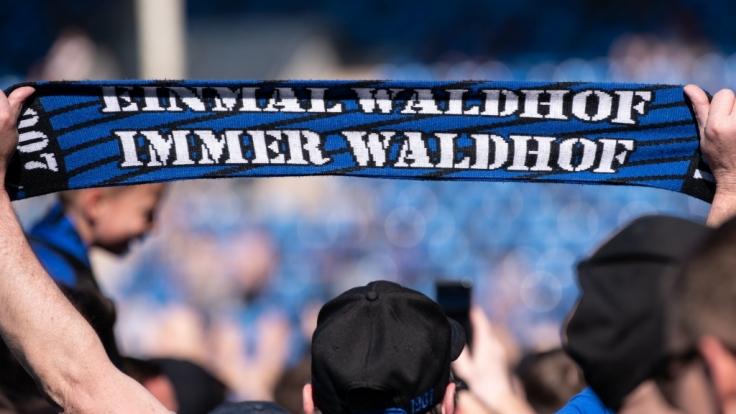 Die Fans vom SV Waldhof Mannheim tun was sie können, um ihren Verein zu unterstützen. (Symbolbild)