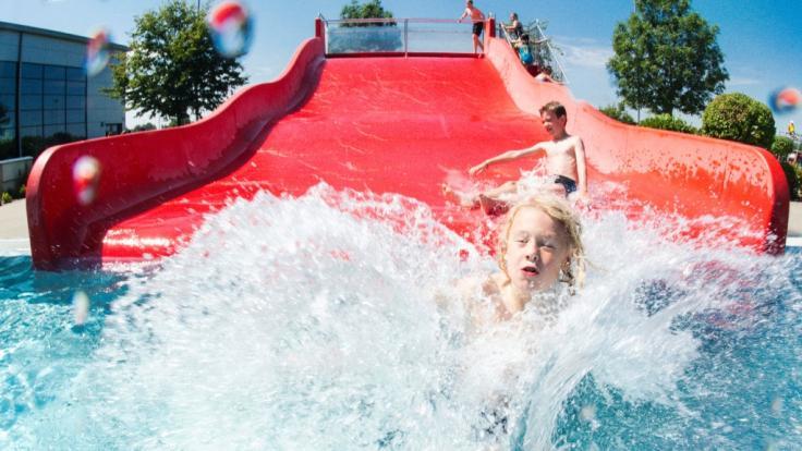 Den Badespaß auf Wasserrutschen bezahlten Touristinnen auf Gran Canaria und Teneriffa mit Horror-Verletzungen (Symbolbild).
