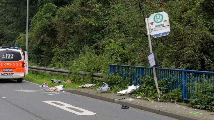An einer Bushaltestelle im nordrhein-westfälischen Würselen sind eine Mutter und ihr Kind von einem Transporter totgerast worden. (Foto)