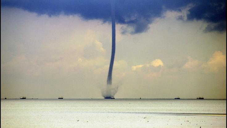 Tornados, die über dem Meer oder Binnengewässern entstehen, werden auch als Wasserhosen bezeichnet. (Foto)