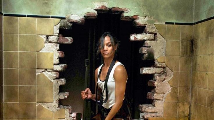 Diese Frau weiß, was sie tut: Zoe Saldana als Cataleya im Film Colombiana. (Foto)