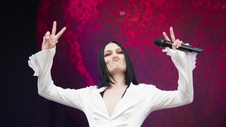 Sängerin Jessie J geizt nicht mit ihren Reizen.