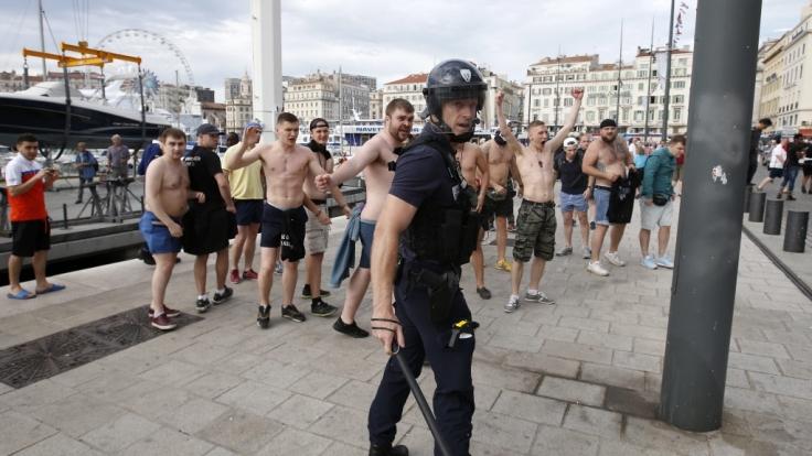 Vor der Fußball-WM in Russland machen sich Hooligans angeblich fit für geplante Ausschreitungen.