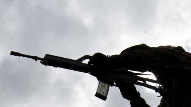 Die Bundeswehr lehrt an zwölf Wochenenden im Jahr Zivilisten den Umgang mit der Waffe. (Symbolbild) (Foto)