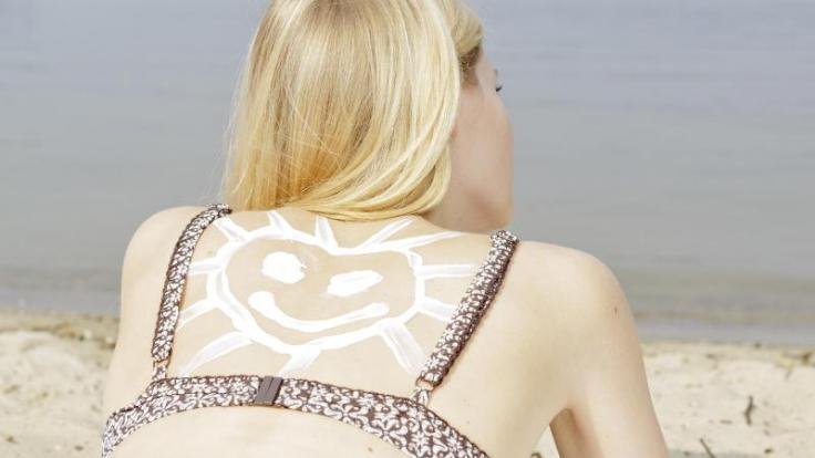 Viel hilft viel: Wer sich mit Sonnencreme einschmiert, sollte nicht zu sparsam sein. (Foto)
