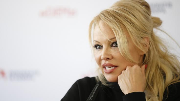 Pamela Anderson verführt im Bikini. (Foto)