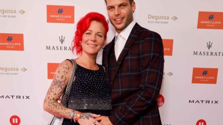 """Fußballspieler Dennis Diekmeier und Ehefrau Dana kommen am 27.11.2017 in das Hotel Atlantic Kempinski in Hamburg zum """"Movie meets Media""""-Event. (Foto)"""