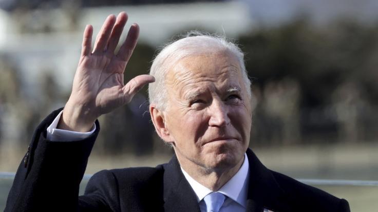 Joe Biden zeigte sich mit seinem Enkelsohn Beau im Arm. (Foto)