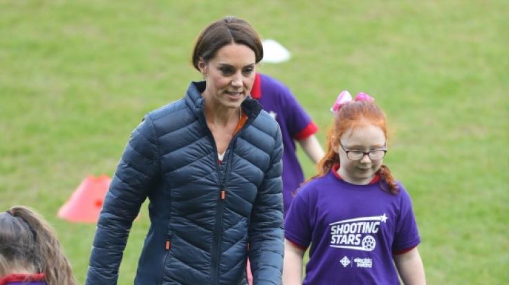 Kate ist immer aktiv - auch auf dem Fußballfeld gibt sie alles.