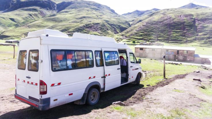Bei einem Unfall eines Kleinbusses sind in Peru sieben Menschen, darunter sechs Schulkinder, tödlich verunglückt (Symbolbild). (Foto)